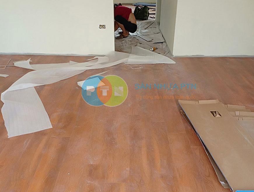 Thi công sàn nhựa hèm khóa tại Long Biên 1