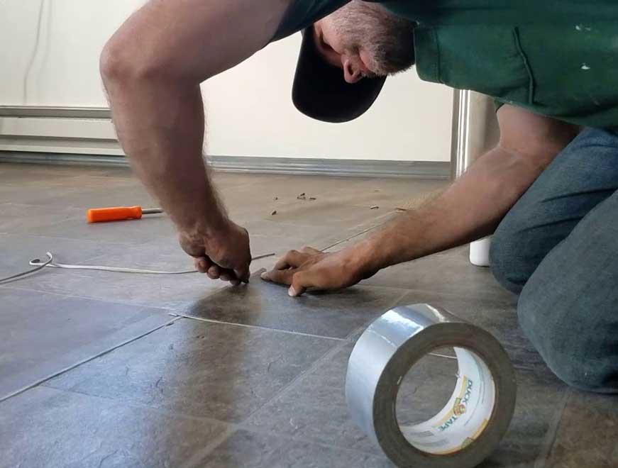 Cách sửa chữa vết rách trên mặt tấm sàn nhựa