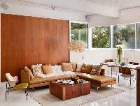 6 lý do lựa chọn sử dụng tấm nhựa ốp tường giả gỗ phòng khách