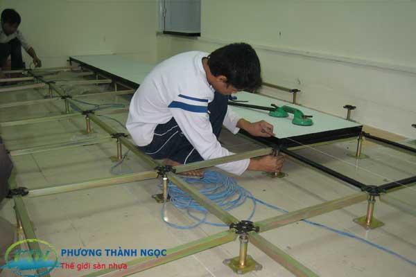 lắp đặt tấm sàn nâng công nghiệp