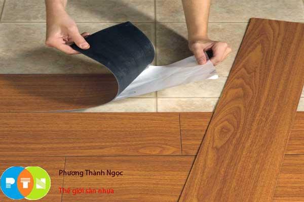 sàn nhựa giả gỗ tự dán Max
